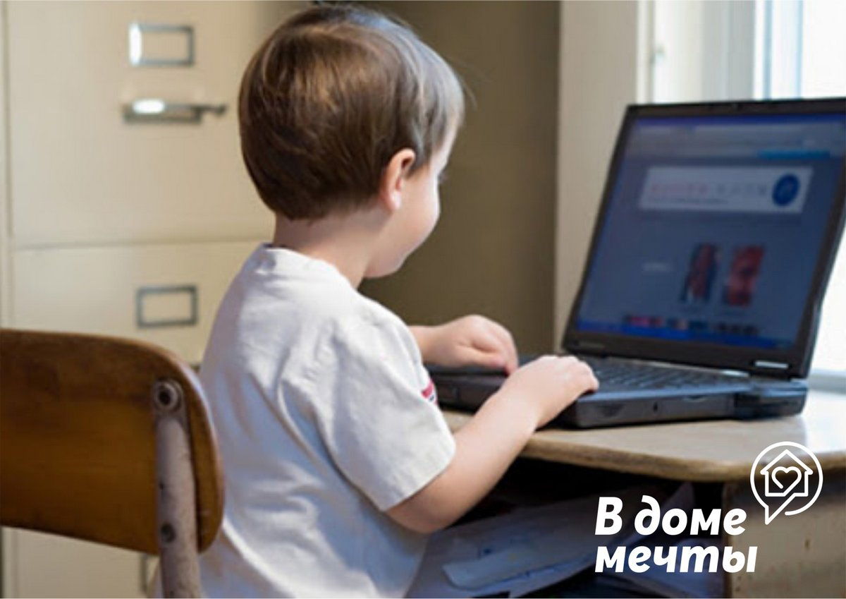 Как организовать рабочее место у окна для двоих детей?