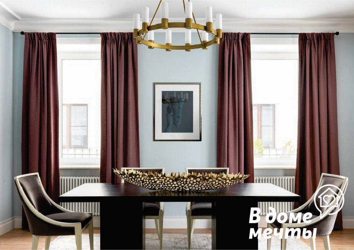 латунь сочетается со светлыми оттенками мебели