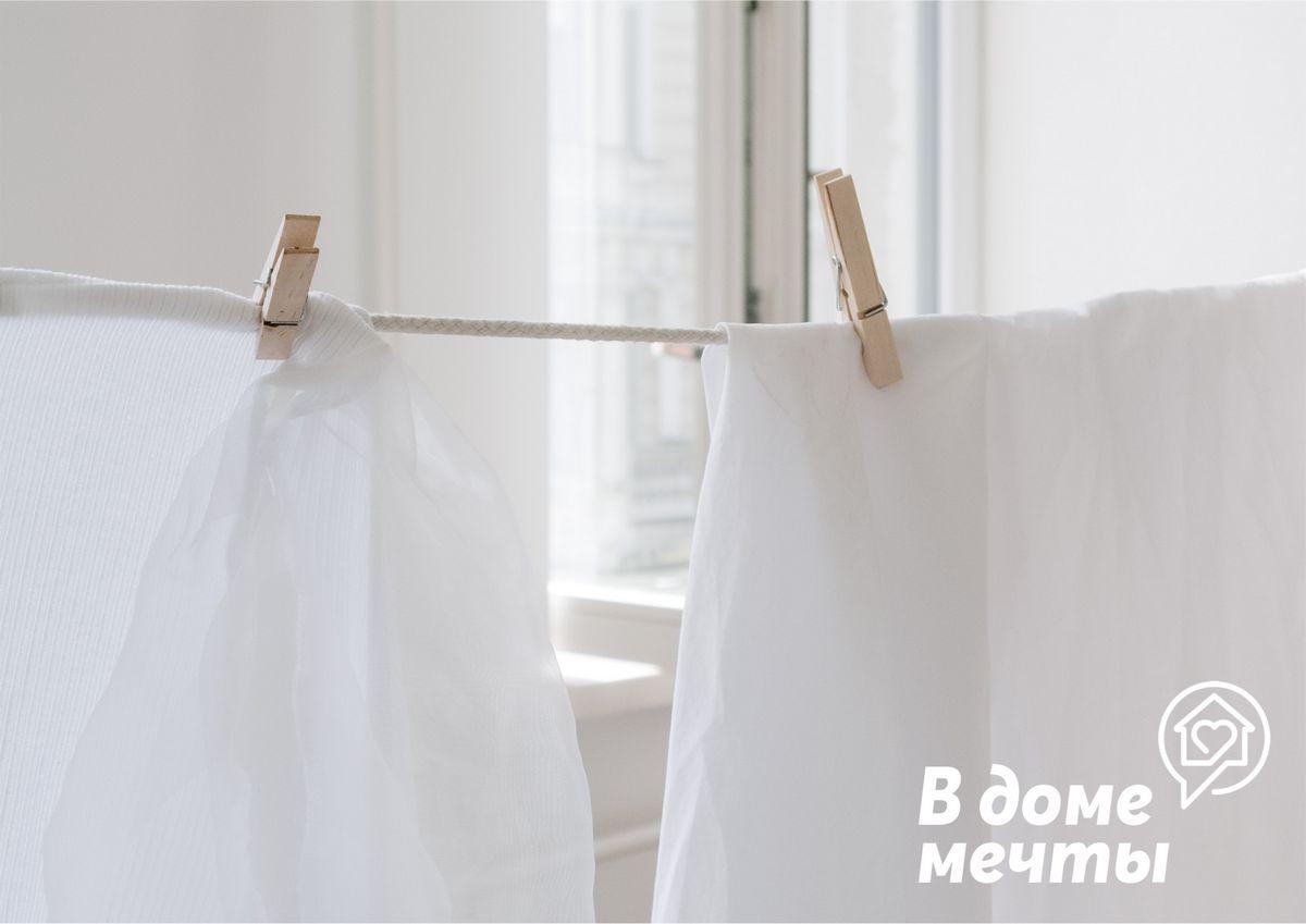 Белые вещи покрасились во время стирки: что делать?