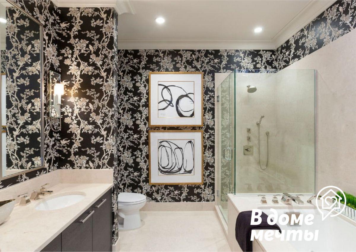 Надоел кафель в ванной? Используйте для отделки стен эти влагостойкие и красивые обои!